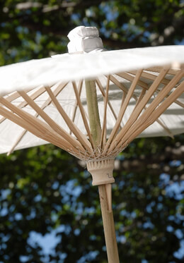 Parasol White Scalloped Edge 32in