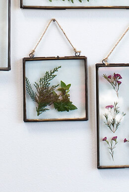 Hanging Metal Double Glass Frame 6x6.25