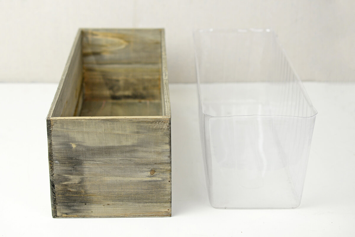Woodland Planter Box with Liner 18  x 6.5