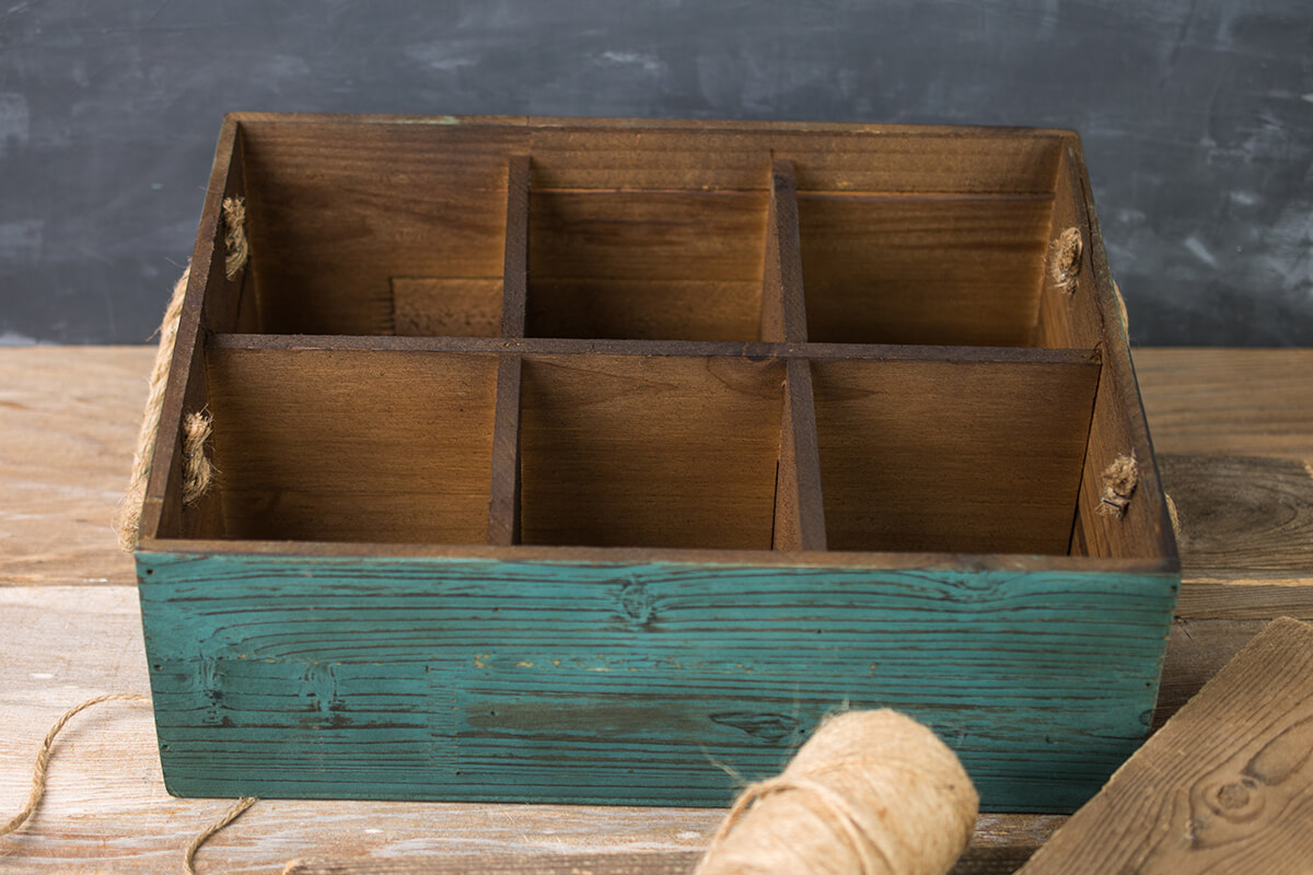 Six Slot Wooden Wine Crate With Rope Handles