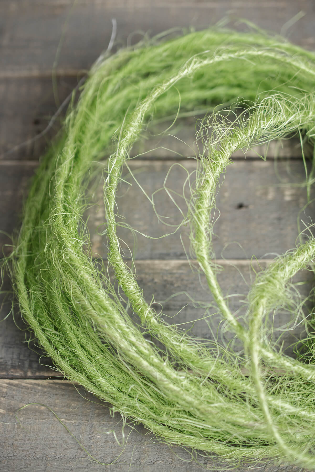 Green Sisal Covered Wire Roping 3.5mm x 33 Feet, Floral Supplies