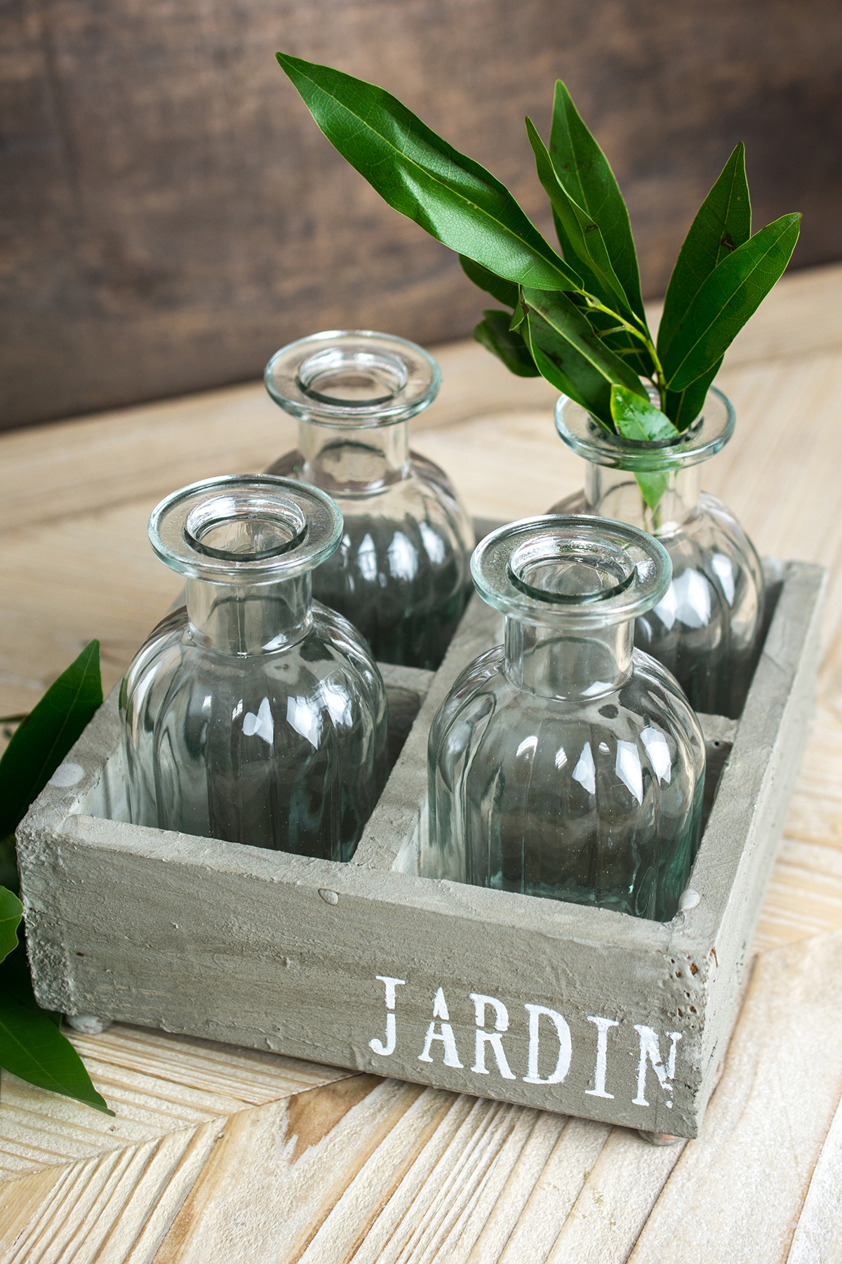 Whitewashed Jardin Crate with 4 Glass Bottles